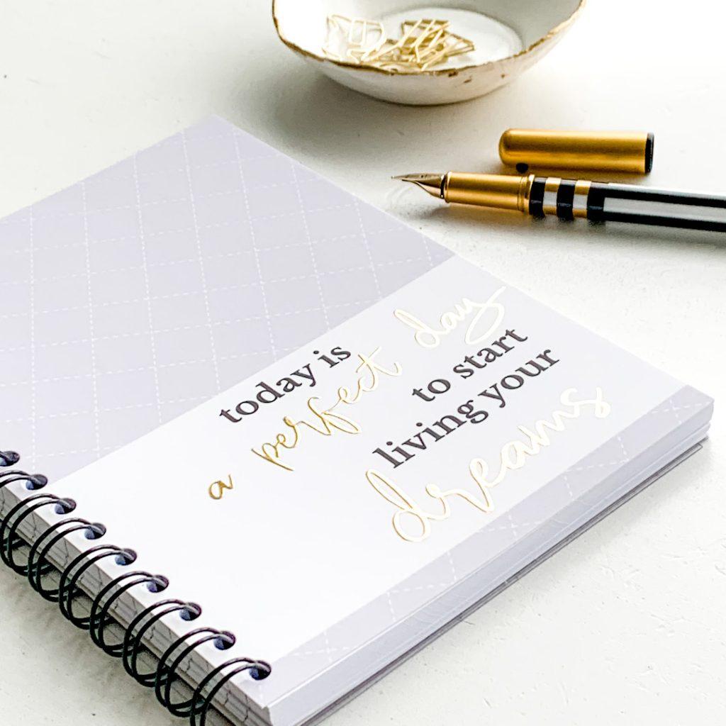 Studio-jotm-notitieboek-lila-goudfolie-1024x1024